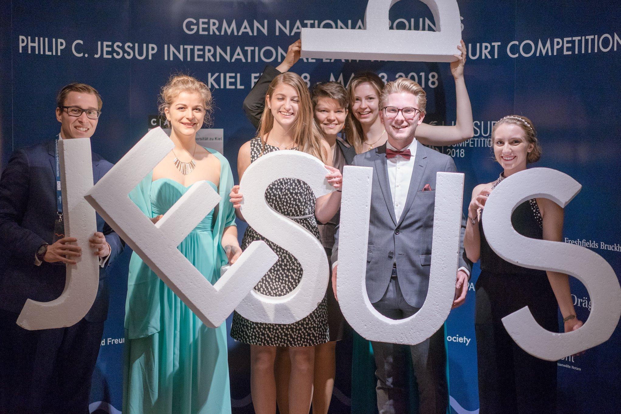 Das Team 2018 bei der Abschlussgala in Kiel